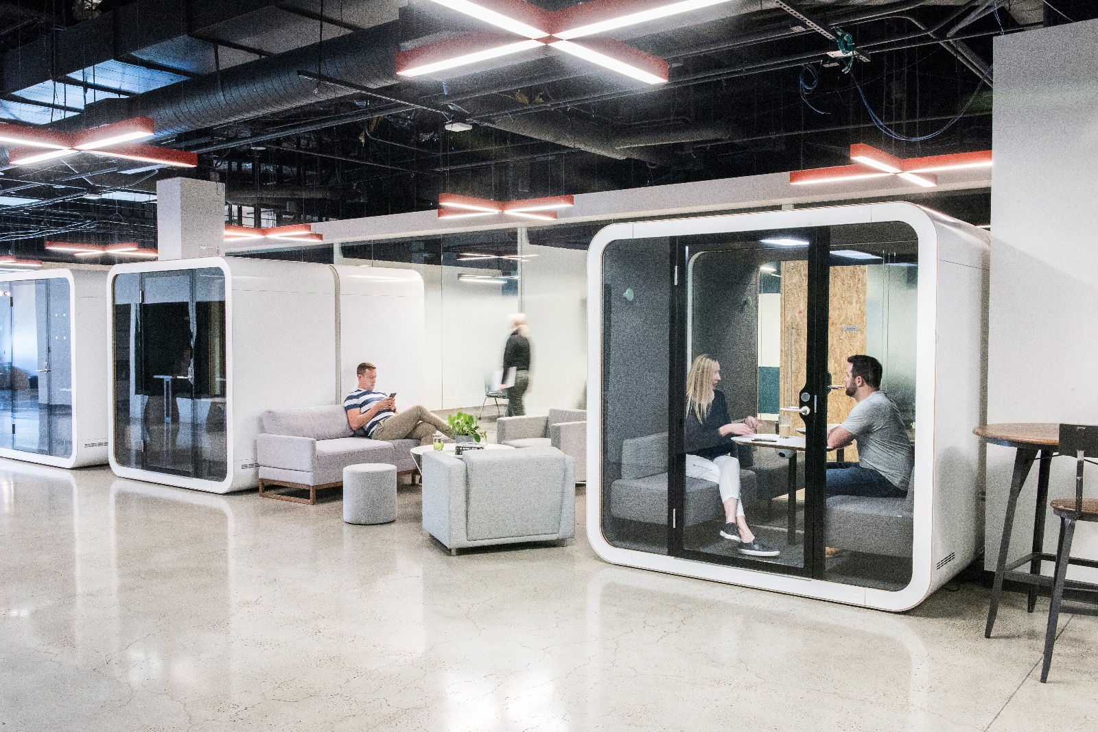 Soundproof meeting pods reduce noise levels and provide privacy in open spaces.