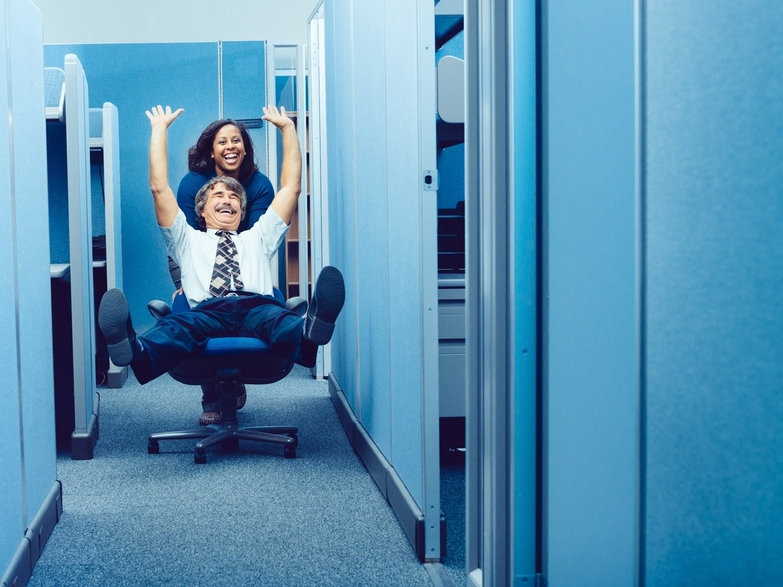 Työyhteisön tarpeet huomioiva työympäristö aktivoi ajatuksia erilaisten kohtaamisten, kokemusten ja ärsykkeiden kautta.