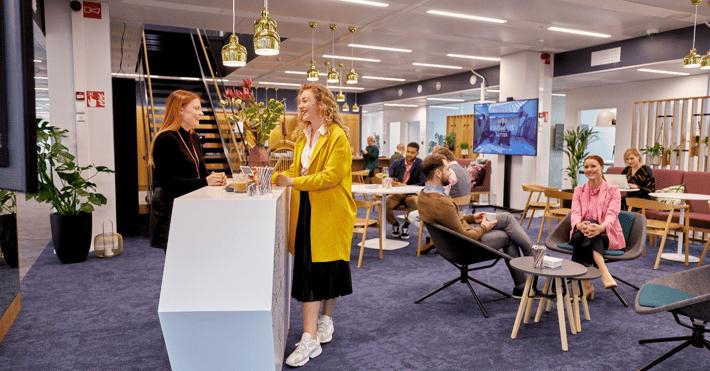 UMA Workspace Keilaniemi, kuten muutkin yhteisölliset työtilat tarjoavat inspiroivia, rikastuttavia kohtaamisia niin työkavereiden ja muidenkin ihmisten kanssa.