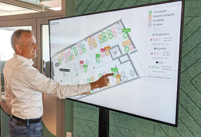 Smart office technology can assist in the safe return to the office. Here, lobby screen display shows where there are free workseats.