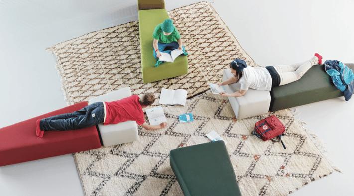 Kouluissa siirrytään perinteisistä luokkahuoneista kohti nykyaikaisia oppimisympäristöjä.