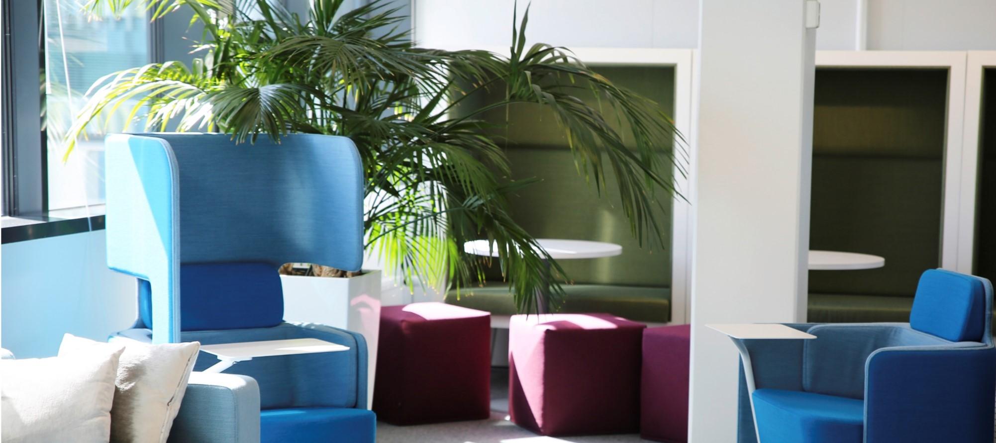 Outotecin uuteen työympäristöön lisättiin mm. working lounge -tiloja.