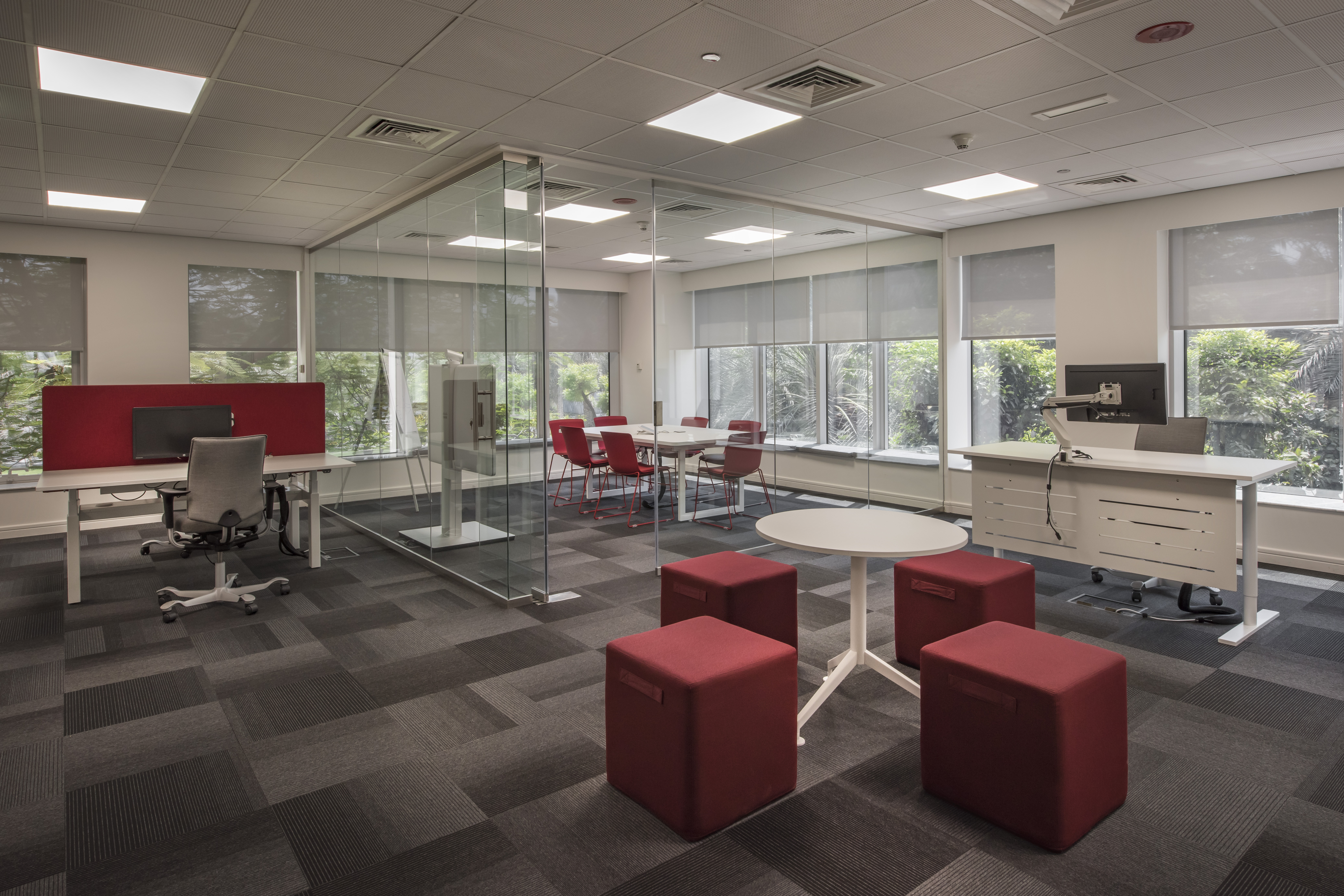 Spaces that accomodates different types of work activities, including formal and informal meetings, ensures that the needs of Canon's regional teams are efficiently met.