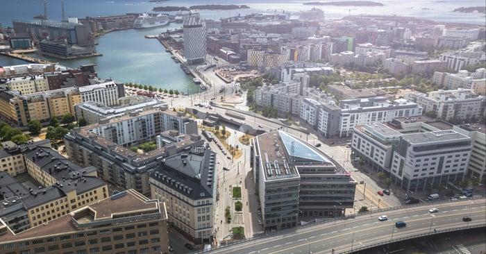 Rakennettuun ympäristöön kuuluvat sekä infra että rakennukset.